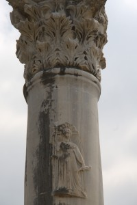 On this column in the cardo in Perge, we see a picture. I have only seen this in Perge. This picture is Artemis Pergaia.